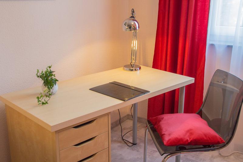 Schreibtisch Apartment Rubin - Pension Wildau