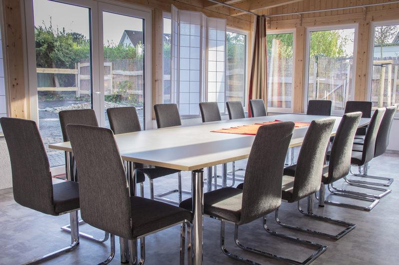 Lichtdurchfluteter Konferenzraum - Pension-Wildau