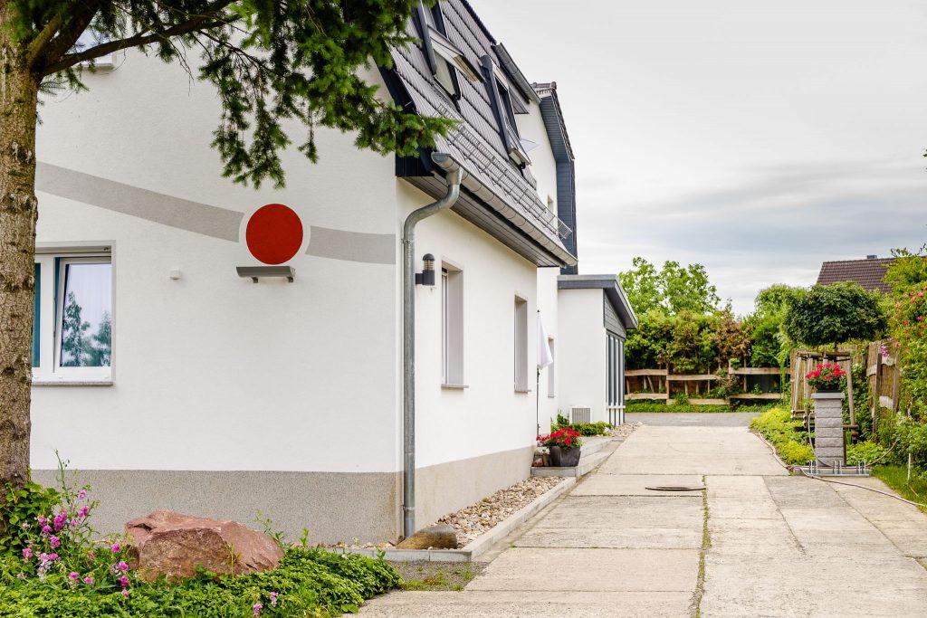 Einfahrtsbereich der Pension in Wildau