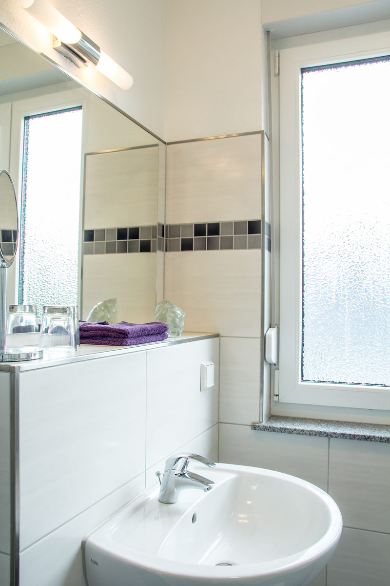 Badezimmer Ansicht Apartment Amethyst - Pension-Wildau